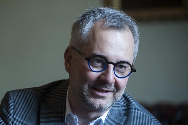 Nem lehet tisztán látni a garanciákat az egyes intézetek kutatási szabadságára – interjú Barabási Albert-Lászlóval